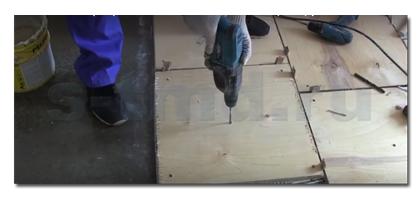 Как постелить фанеру на бетонный пол. Видео